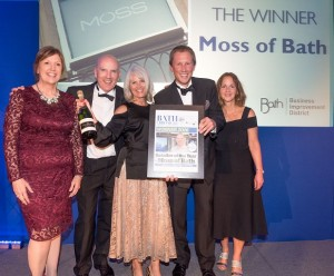 Bath Business wards 2016 at Bath Race course Thursday 22 September 2016 Retailer of the Year Moss of Bath presented by Bath Bis Louise Prynne. PHOTO BY: PAUL GILLIS (www.paulgillisphoto.com) paul@paulgillisphoto.com
