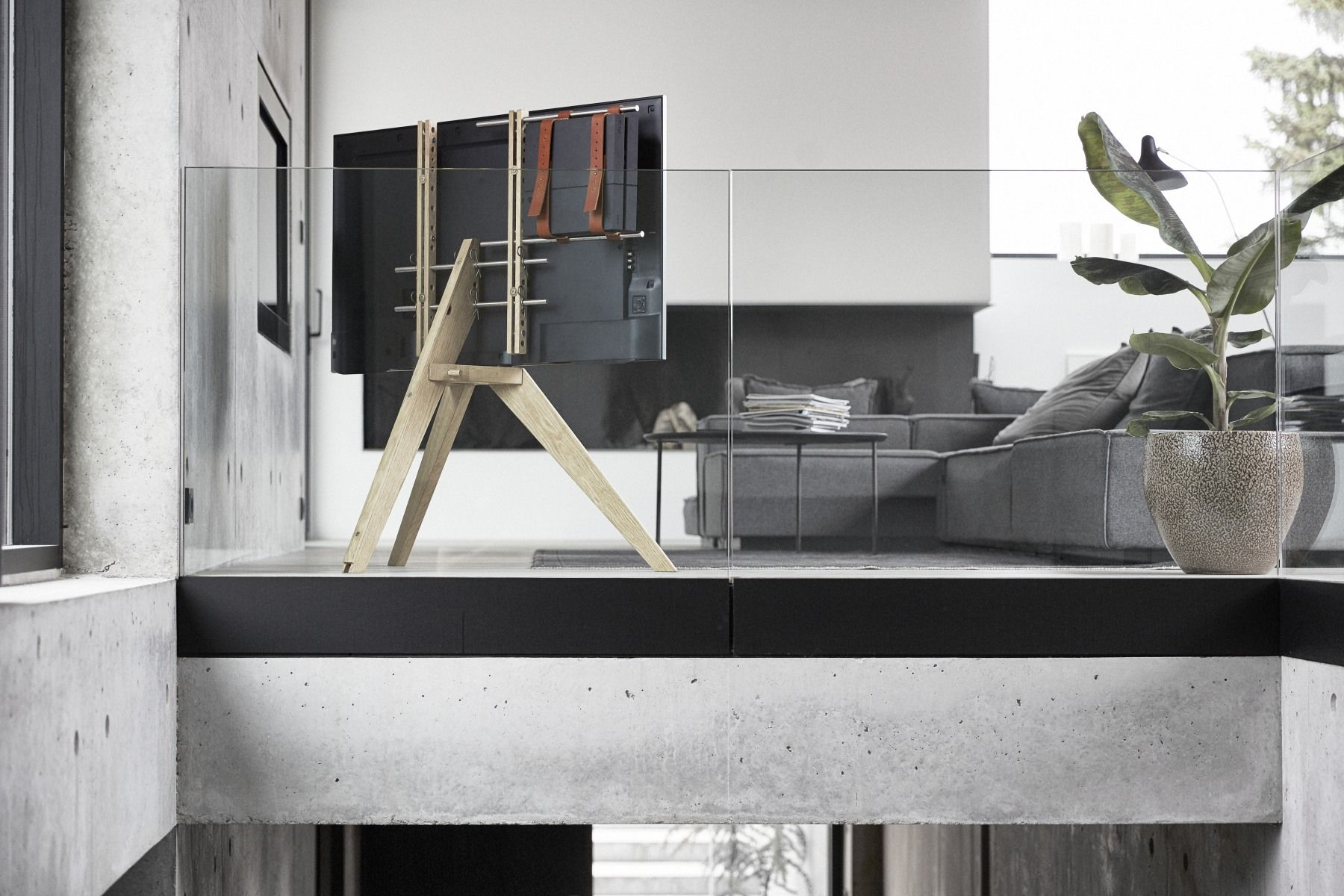 buy online 9b1a8 8ab94 Simply stylish: Vogel's NEXT OP1 TV floor stand - Moss of Bath